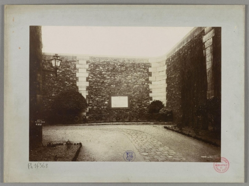 Mur Roquette et plaque.jpg